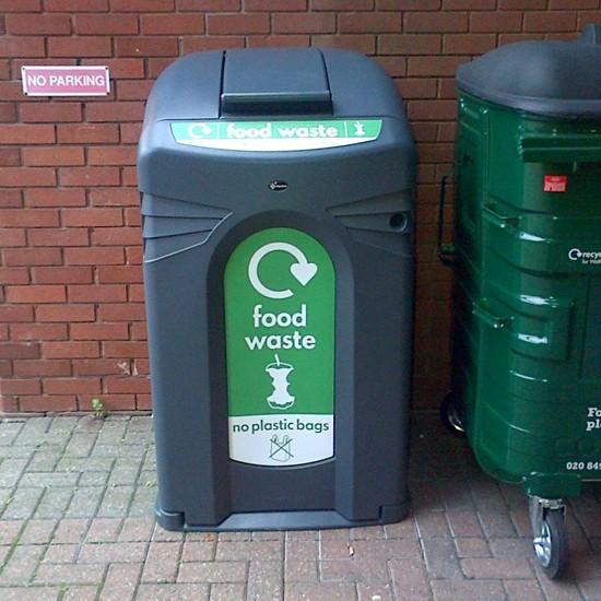 Закрытый уличный мусорный контейнер с замком NEXUS CITY 140 GLASDON