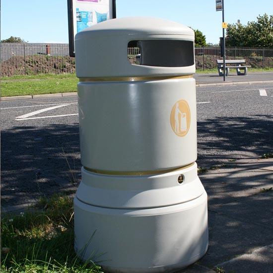 Бежевая мусорная урна Glasdon Plaza 100 литров