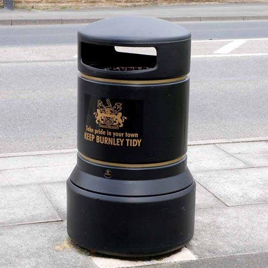 Черная Английская мусорная урна Glasdon Plaza 100 литров