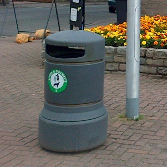 Урна для мусора 100 литров Glasdon Plaza серого цвета