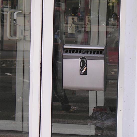 Подвесная пепельница перед входом на стекле Ashmount 3l Англия