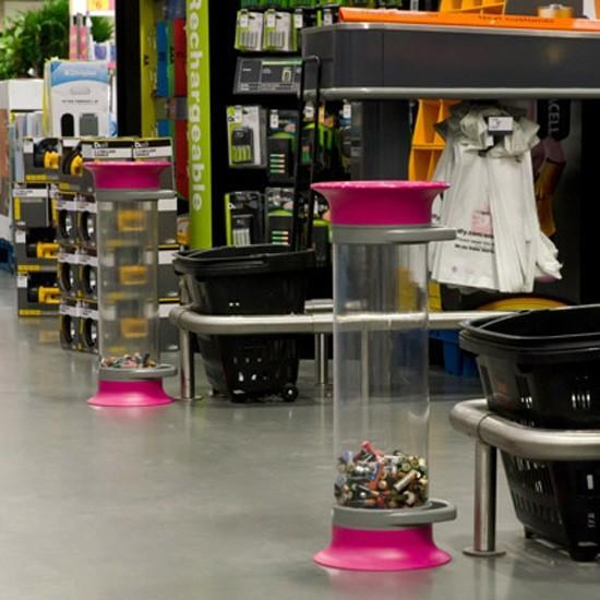Контейнеры урны для батареек в магазинах прозрачные C-THRU Англия