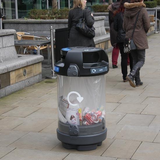 Урна прозрачная для мусора на улице Антитеррор