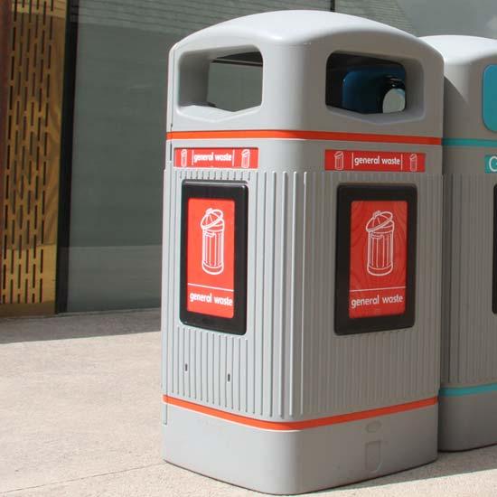 Урны мусорные светлые прямоугольные 110 литров