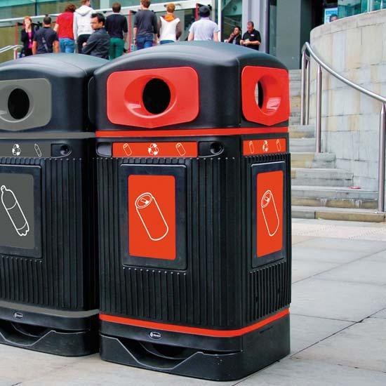 Урна для сбора пластиковых бутылок и алюминиевых банок на улицах Glasdon Jubilee