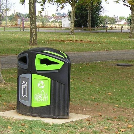 Мусорная урна в парке для раздельного сбора Nexus 200