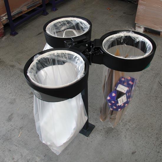 Открытые прозрачные мусорные урны