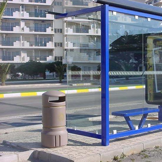 Мусорная урна на остановке транспорта plaza mini