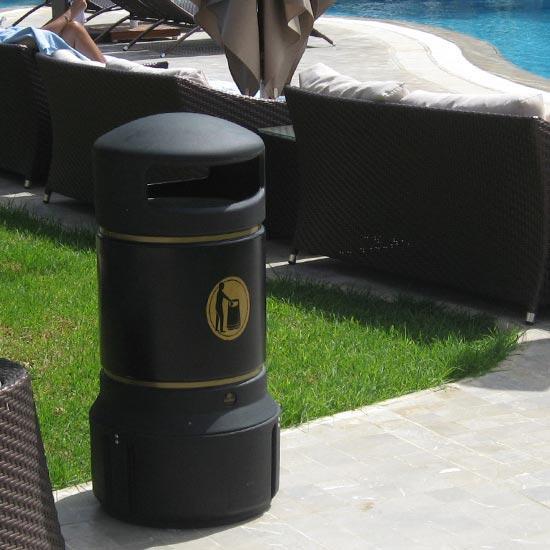 уличная мусорная урна Plaza mini черная с закрытым верхом