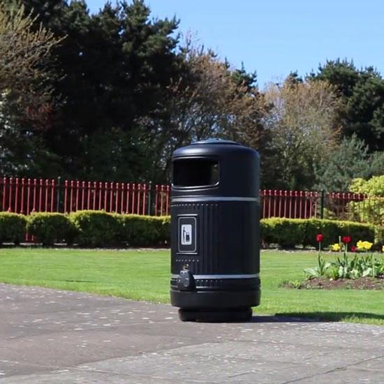 Черная антивандальная мусорная урна объем 90 литров