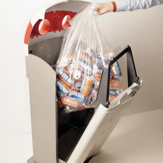 Извлечение легкого мусора из урны