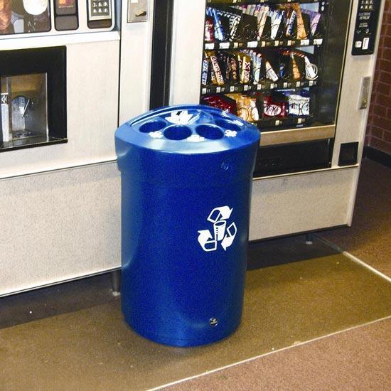 Урна для стаканчиков и жидкостей у автомата по продаже напитков в офисах Glasdon Envoy