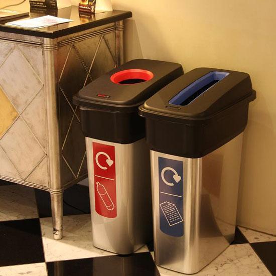 Урны раздельные для бумаги и пластика в помещении Glasdon Mirage