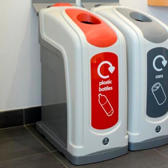 Урны для раздельного сбора пластиковых бутылок в помещениях NEXUS 50 Plastic
