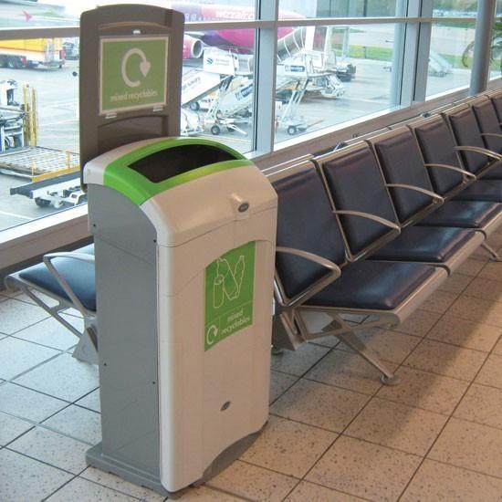 Урна для смешанного мусора с открытым верхом в аэропорт