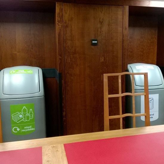 Урны для раздельного мусора в большом помещении NEXUS 140 GLASDON
