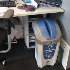 Урна под стол для сбора служебных документов в кабинет NEXUS 30