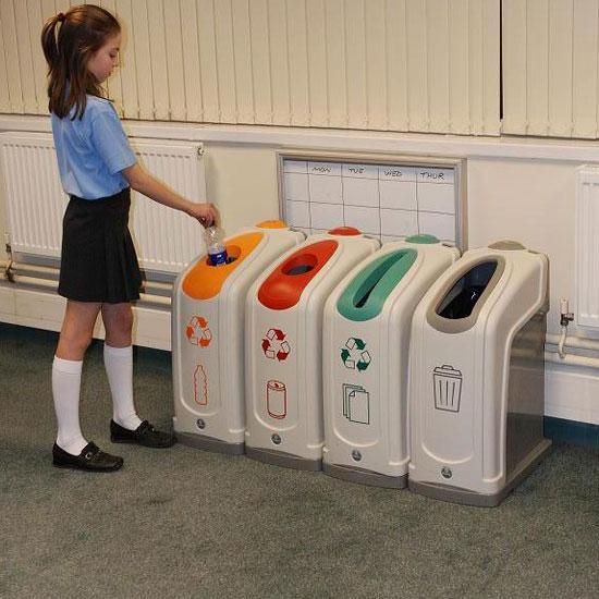 Урны для раздельного сбора мусора в школе NEXUS GLASDON