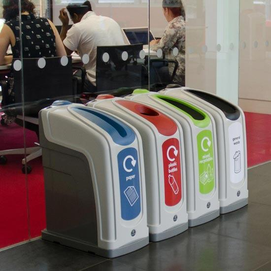 Раздельные мусорные урны для установки в коридорах GLASDON NEXUS 30