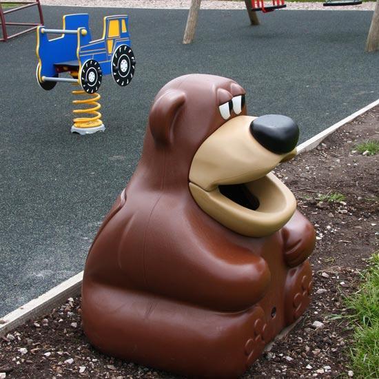 Урна для сбора мусора на детской площадке - медведь