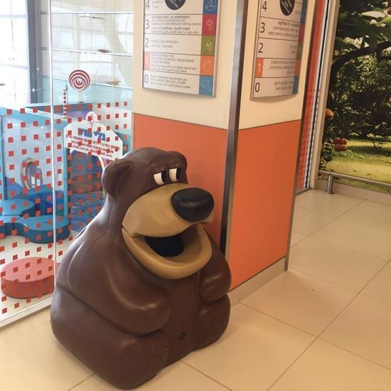 Урна внутри детского сада Медведь