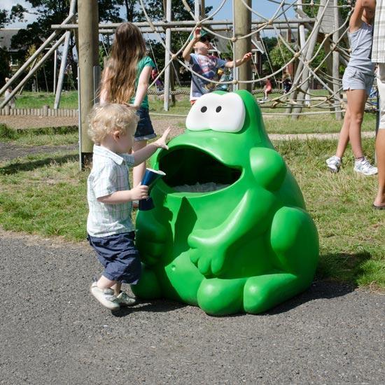 Урна для детской площадки в форме лягушки