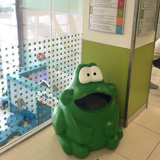 Урна для сбора мусора в детском саду лягушка