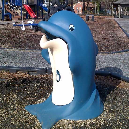 Мусорная урна дельфин