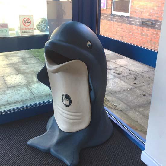 Мусорная урна в виде дельфина GLASDON