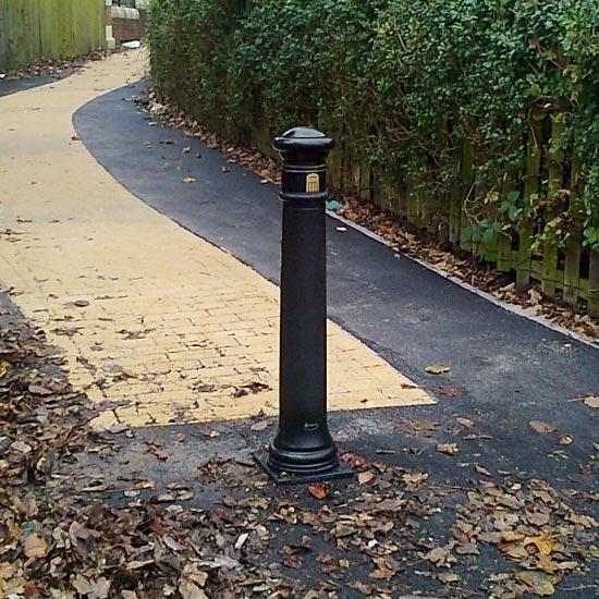 Разделительные тротуарные столбики Manchester Glasdon