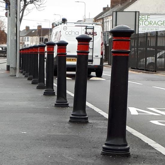 Тротуарные дорожные черные столбики Manchester