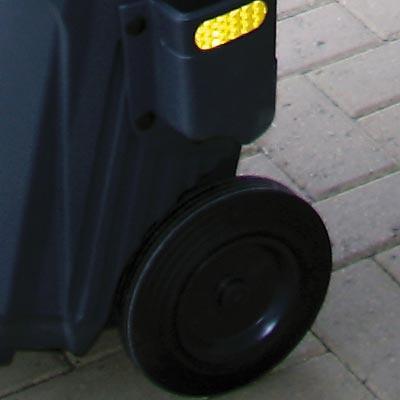 прочные литые колеса и световозвращающая полоса уличной тележки дворника
