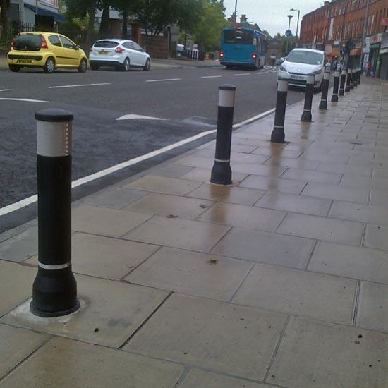 Антитаранный уличный дорожный столбик GLASDON