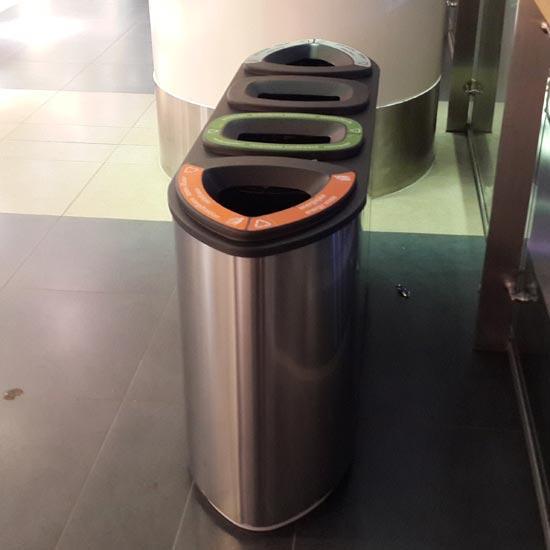 Урна для раздельного мусора 4 видов в помещении